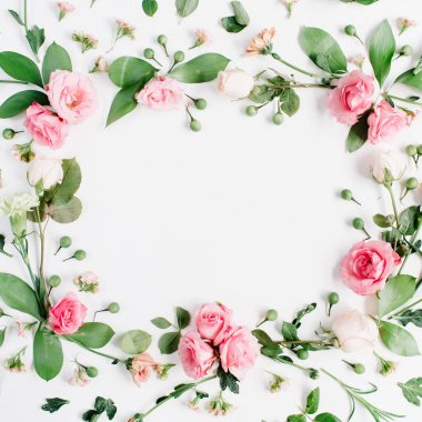 Round frame made of pink and beige roses