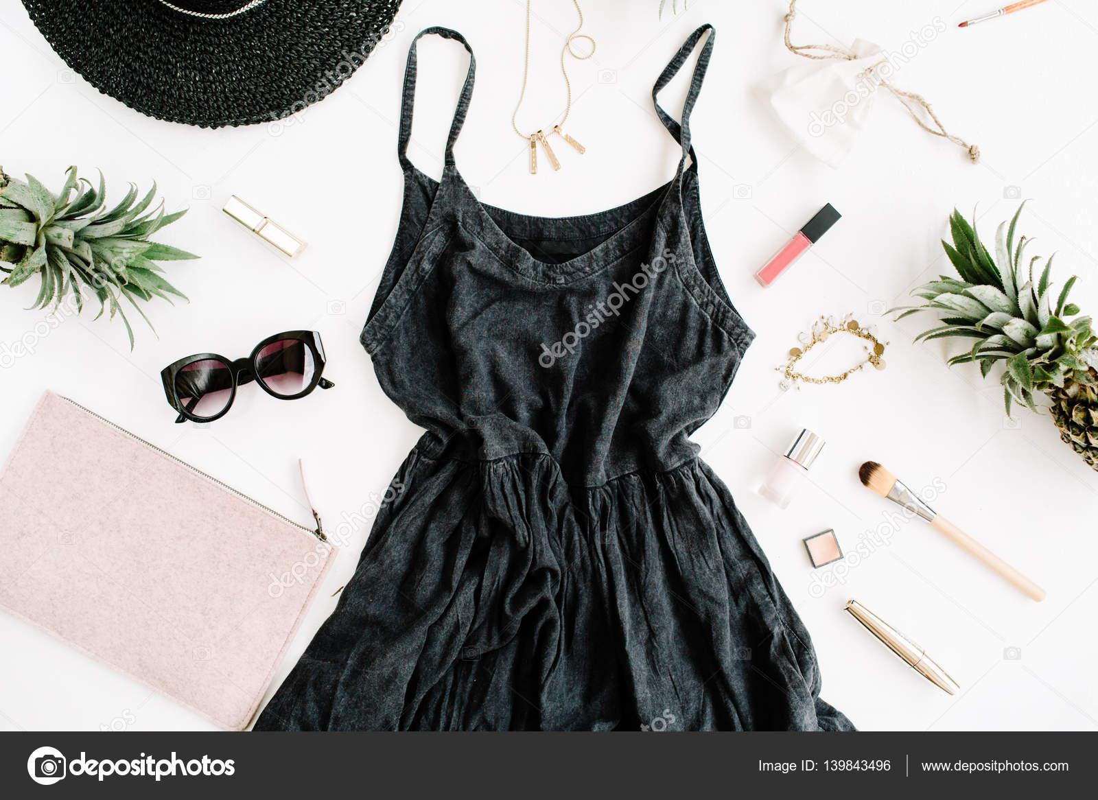 1741481d16ea Μοντέρνα γυναικεία ρούχα — Φωτογραφία Αρχείου · Καλοκαίρι casual στυλ.  Σύγχρονη γυναίκα κολάζ ρούχα και αξεσουάρ. Φόρεμα