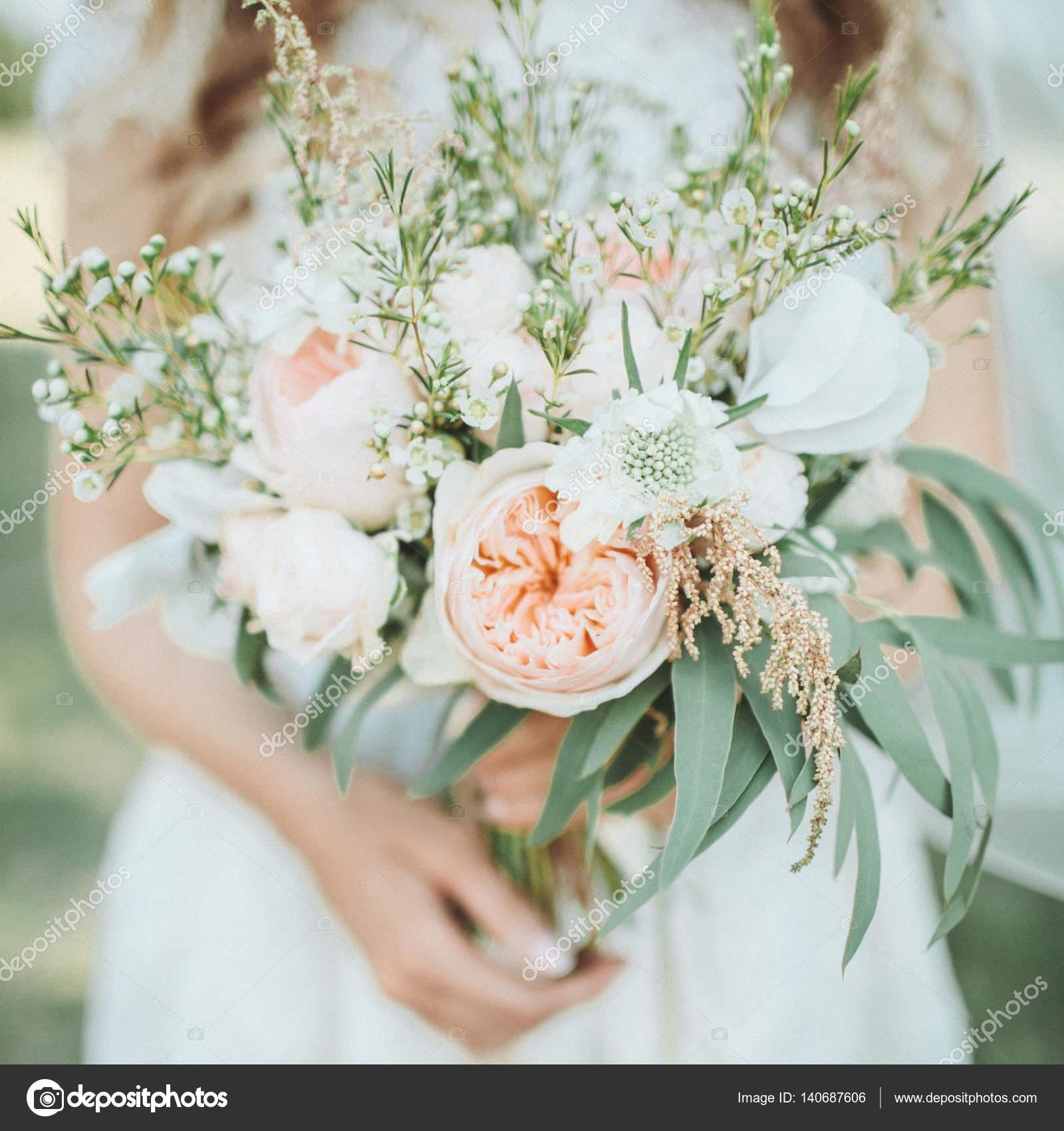 Schone Hochzeit Blumenstrauss In Handen Der Braut Stockfoto