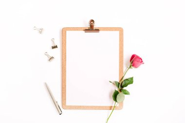 Clipboard mock up and pink rose flower