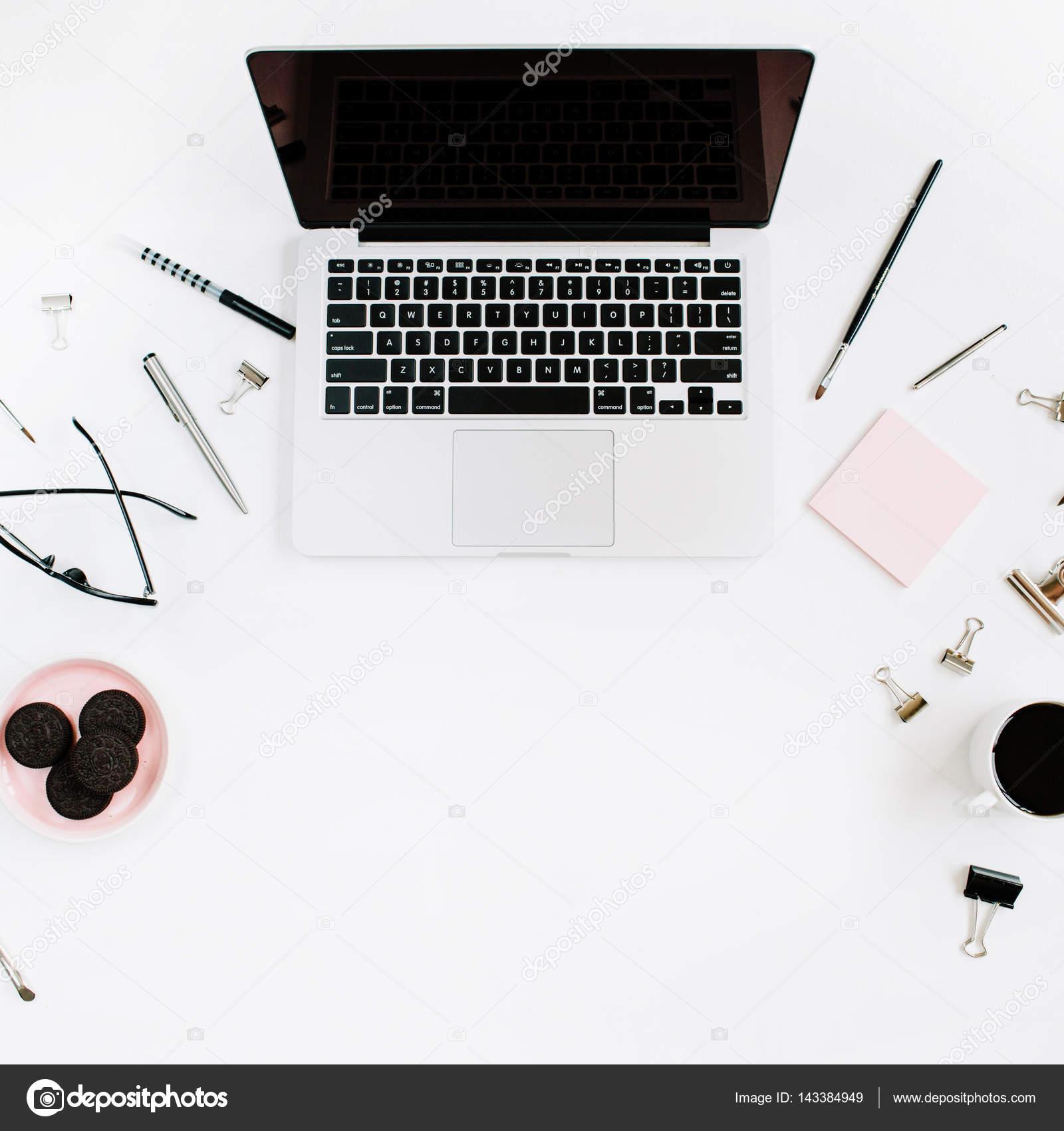 Home-Office Arbeitsbereich Schreibtisch — Stockfoto ...