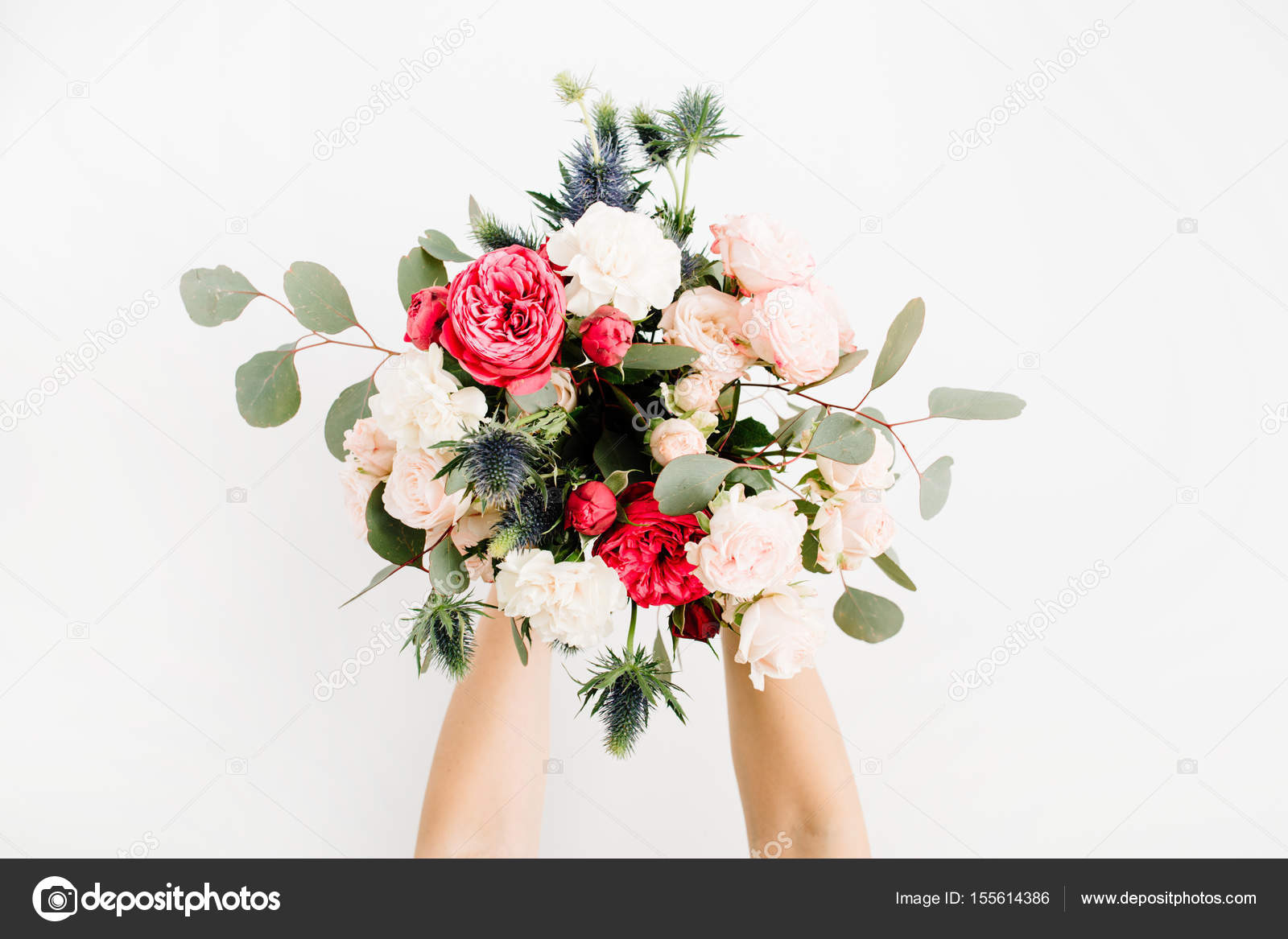 Girl\'s hands holding beautiful flowers bouquet — Stock Photo ...