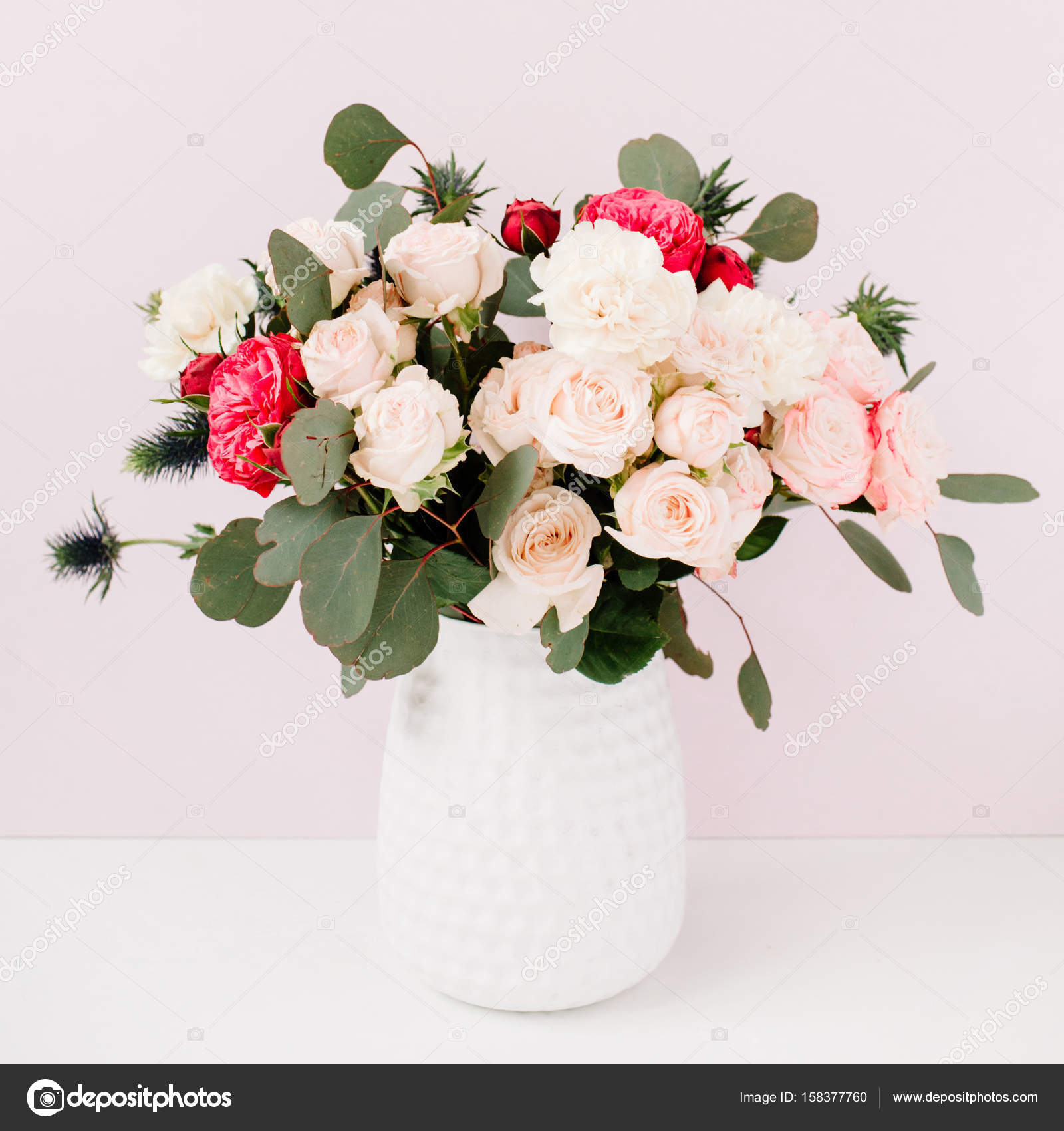 Beautiful flowers bouquet — Stock Photo © maximleshkovich #158377760