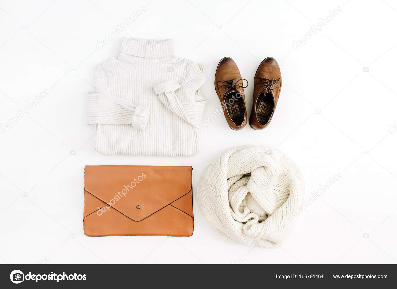 3cb90e4e98ae2 Accesorios y ropa de moda actual de las mujeres — Fotos de Stock ...