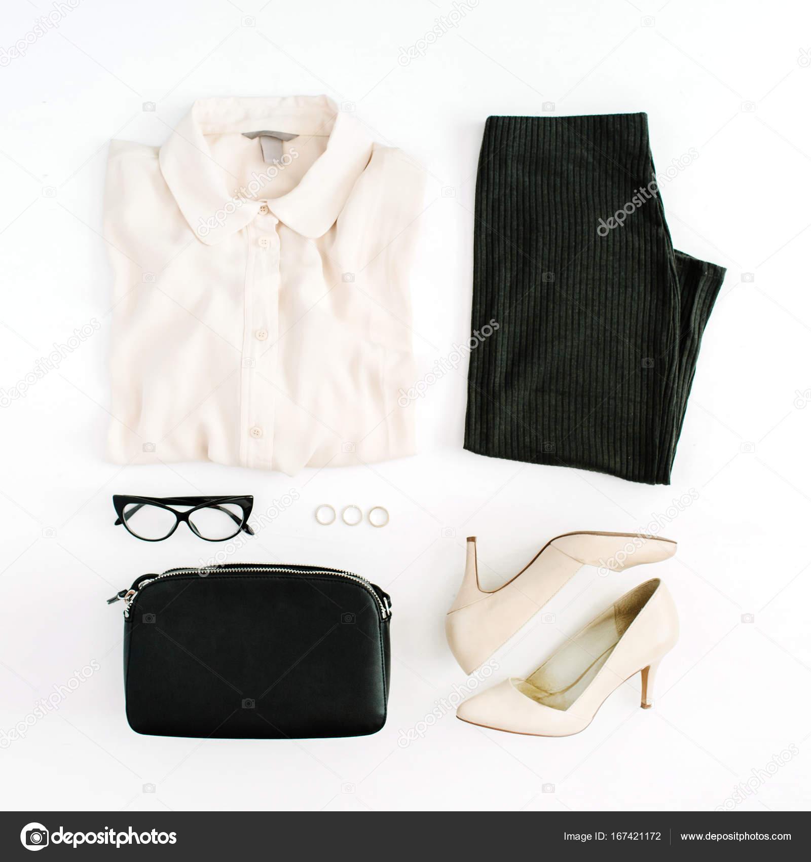 1be095ca8 Accesorios y ropa de moda actual de las mujeres — Fotos de Stock ...