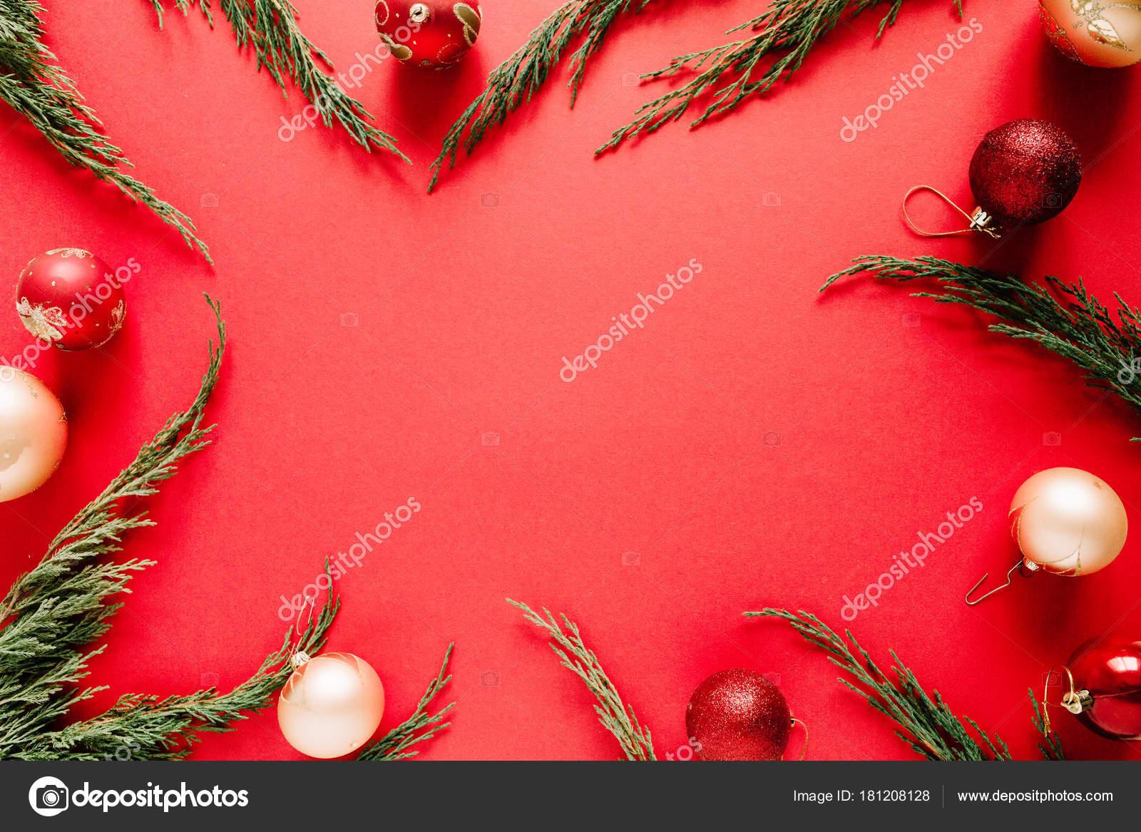 Marco Navidad Con Enebro Adornos Navidad Sobre Fondo Rojo Decoración ...