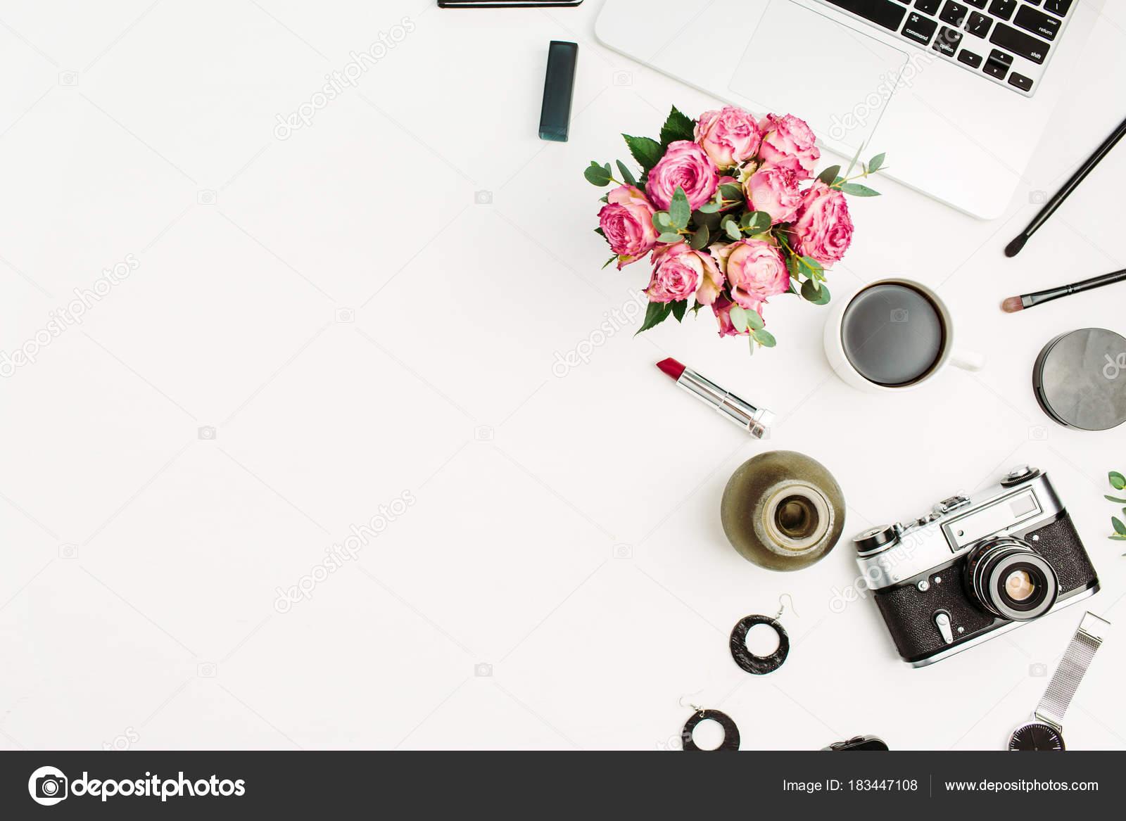 Frau Mode Home Office Schreibtisch Arbeitsbereich Mit Laptop ...