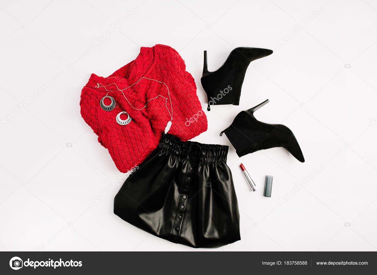 bdf35cfb03 Női Divat Ruházat Piros Pulóvert Fekete Szoknya Cipő Rúzs Lapos — Stock Fotó