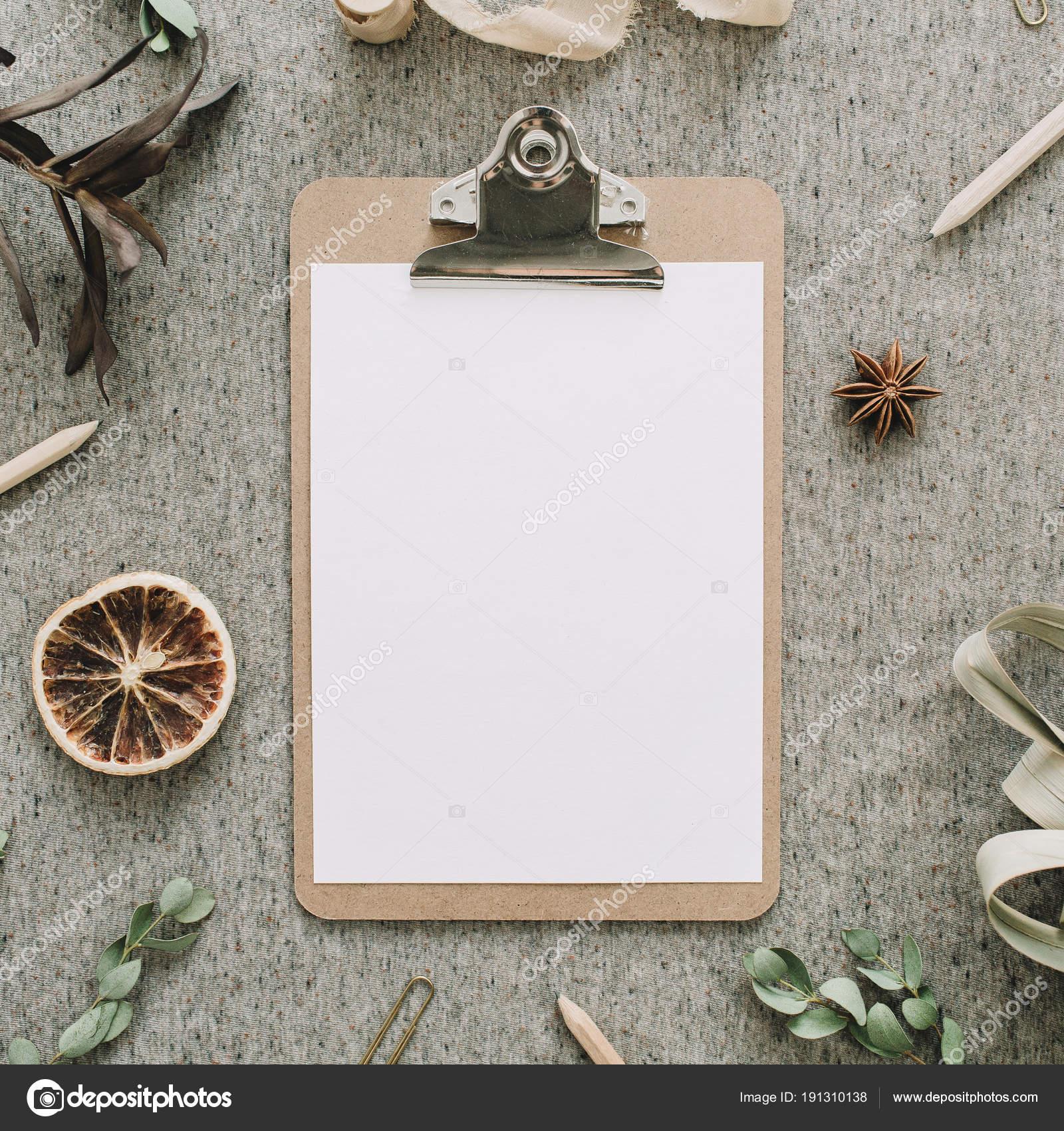 Zwischenablage Mit Sauberem Papier Mock Rahmen Der Eukalyptus Zweige ...