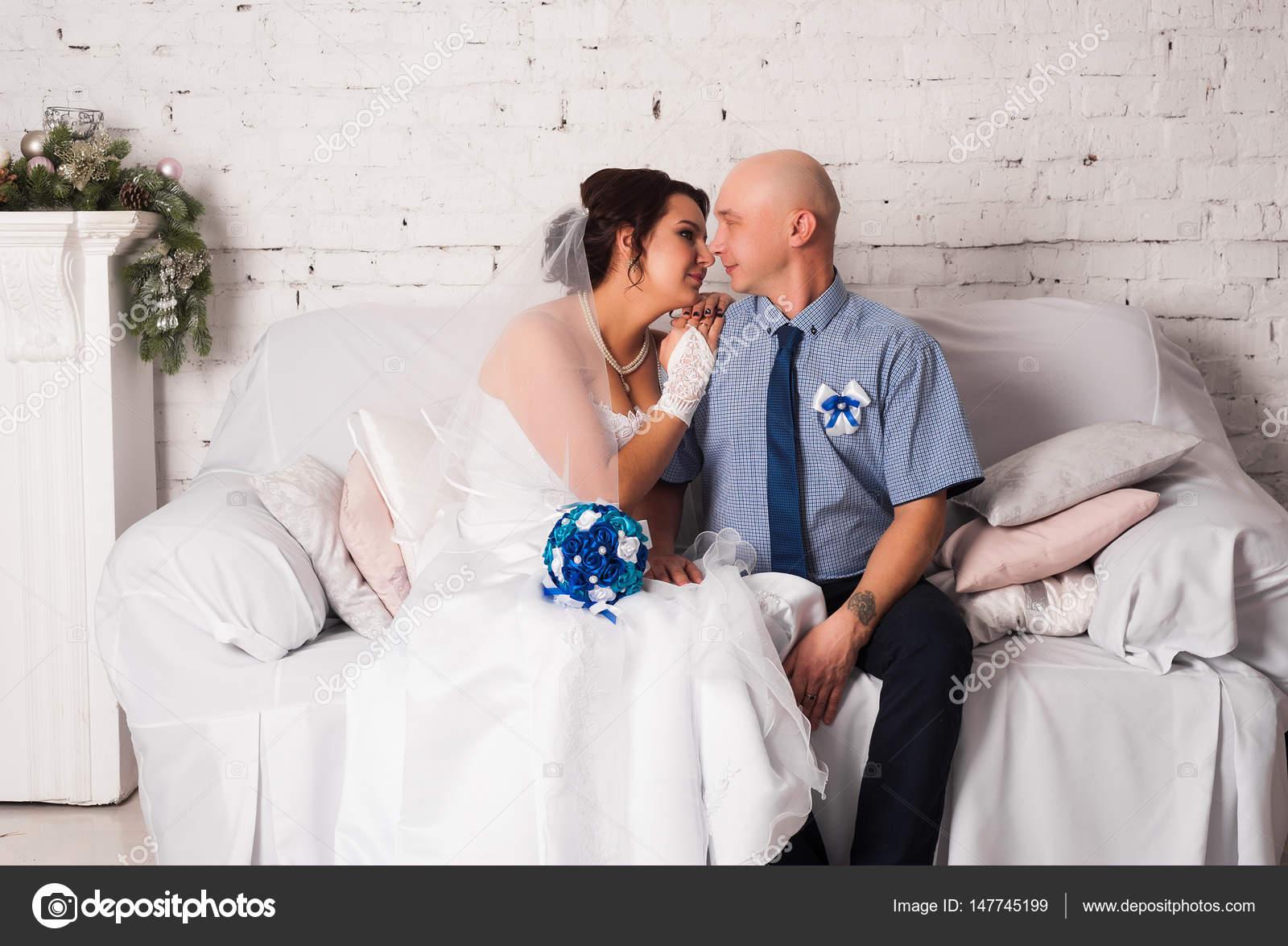 Imágenes Una Pareja Casandose Joven Pareja Casándose Y Jugando