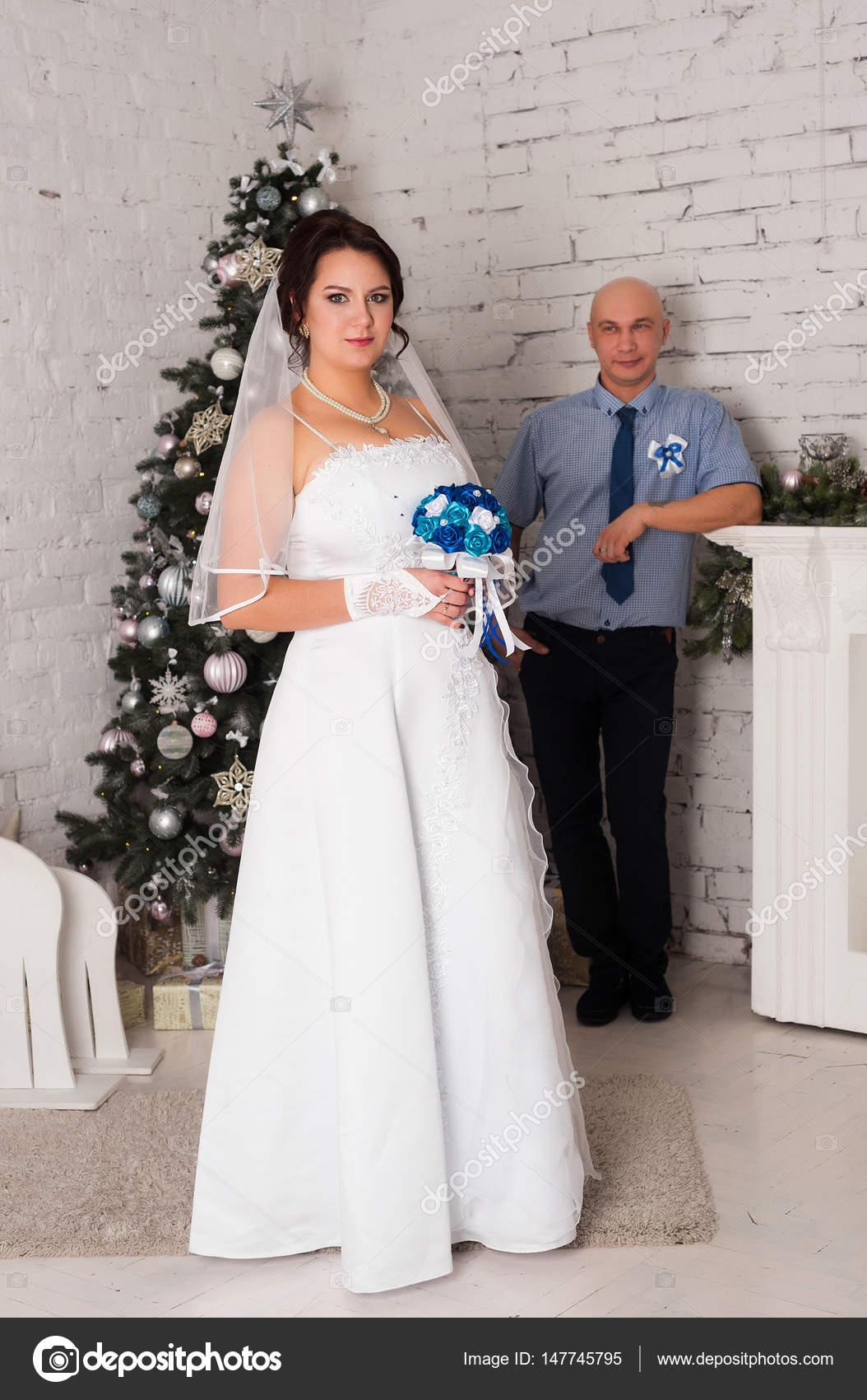 Foto Pareja Casandose Joven Pareja Casándose Y Jugando Una Boda