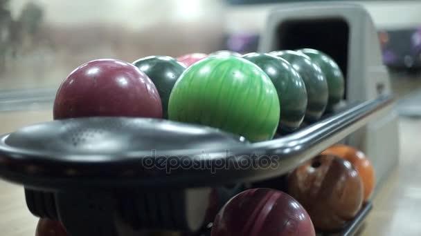 Různobarevné kuličky pro Bowling