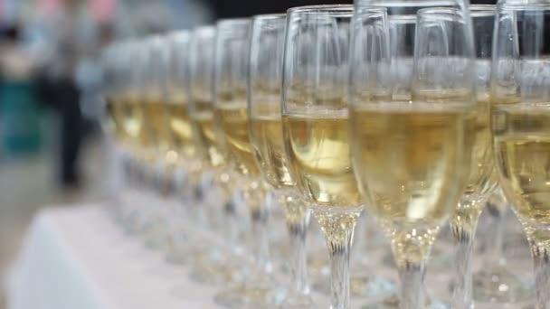 Verres de Champagne célébration — Vidéo volf396.rambler.ru ©  143002787 48f356c44ec5