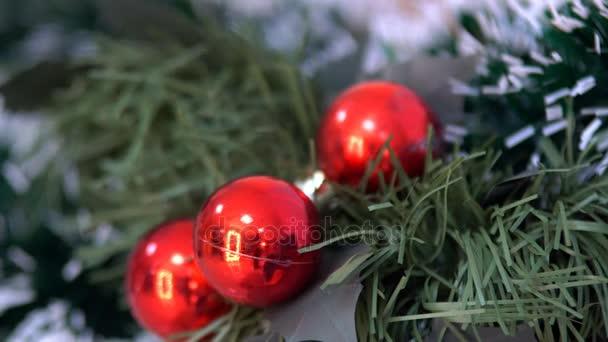 Nový rok ozdoby a dekorace vánoční dekorace koule ornamenty a Santa Claus pro svátek nový rok, který zdobí kancelářských prostor