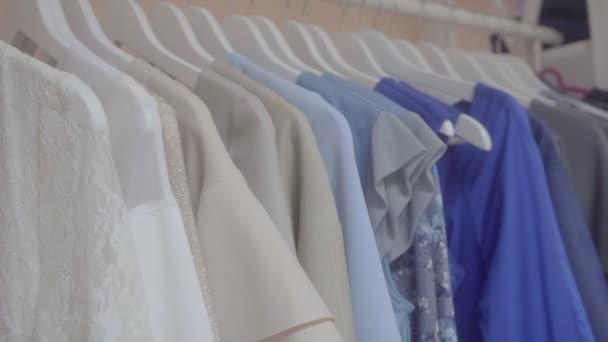 Abbigliamento Sono Nel Negozio Vendita Vestiti q8dzIIWw