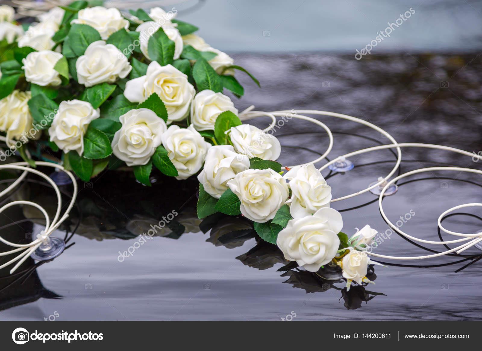 Schone Blumen Dekoration Auf Hochzeit Auto Motorhaube Weisse Blumen