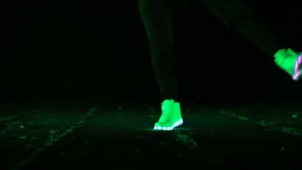 Brillent La Nuit Des Les Qui Pieds Danser Gros Plan Pour Chaussures Dans xBoQCeErdW