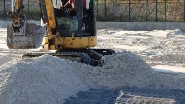 Kopáči srovnat místo s pískem, pohybující se písek z kopců