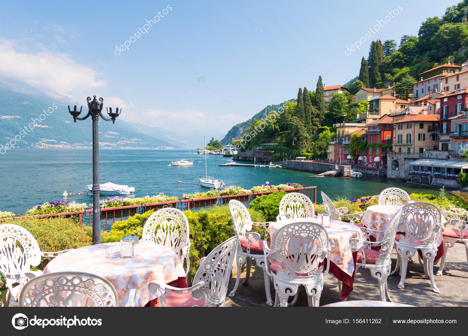 terrazza ristorante con vista del centro storico di Varenna, Lago di ...
