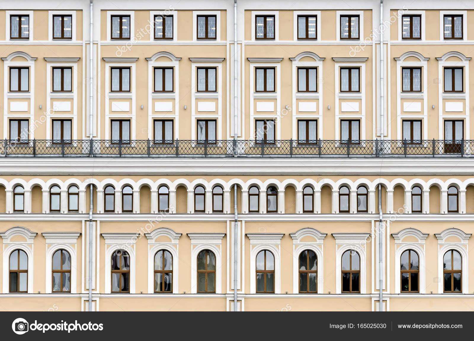 Fasada Budynku W Klasycznym Stylu Zdjecie Stockowe C Interpas