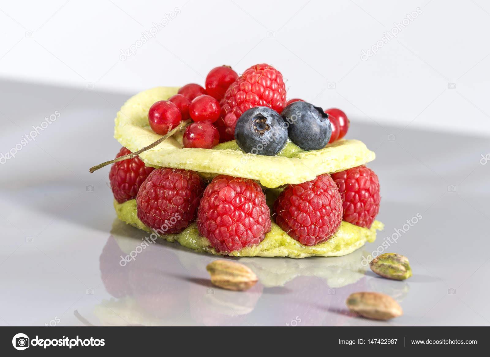 Frische Himbeer Makronen Kuchen Mit Pudding Und Himbeere Rote