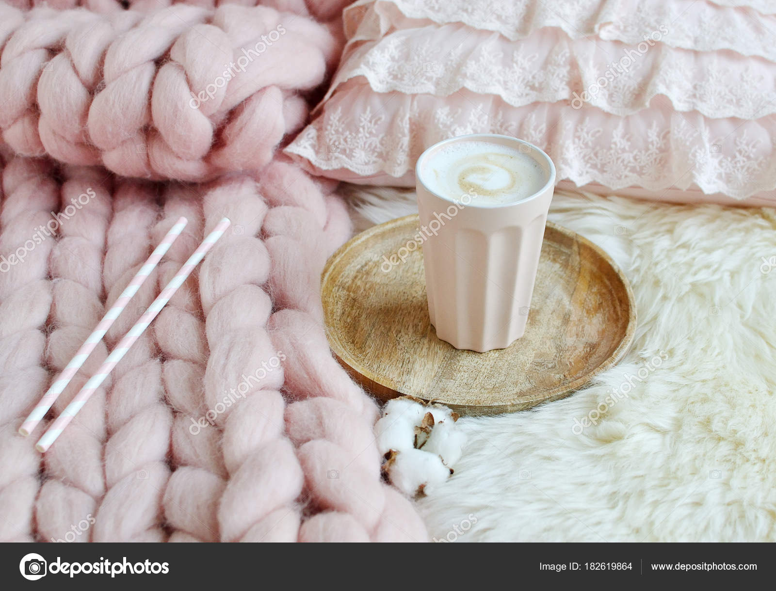 Tasse Mit Cappuccino Rosa Pastell Giant Plaid Fell Schlafzimmer Morgen U2014  Stockfoto