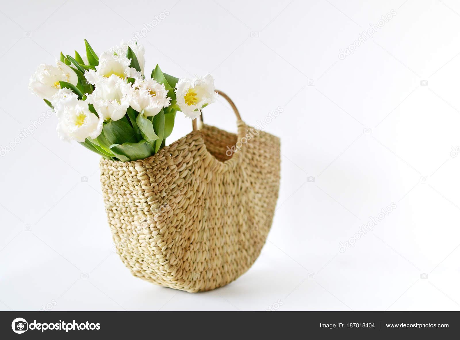 Sac Osier Fond Avec Tulipes Été Fleurs Main Printemps Concept vN08mnwO