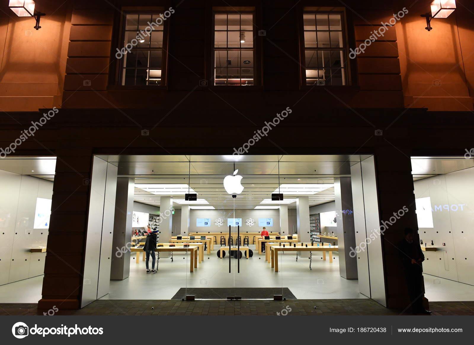 Bath December 2016 Exterior View Apple Store City Center Street