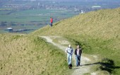 Westbury, Česko - 22. března 2015: lidé si slunečný den a krajinu názory na bílém koni Westbury na Salisbury rovina ve Wiltshire