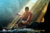 Mönch wäscht Almosenschale