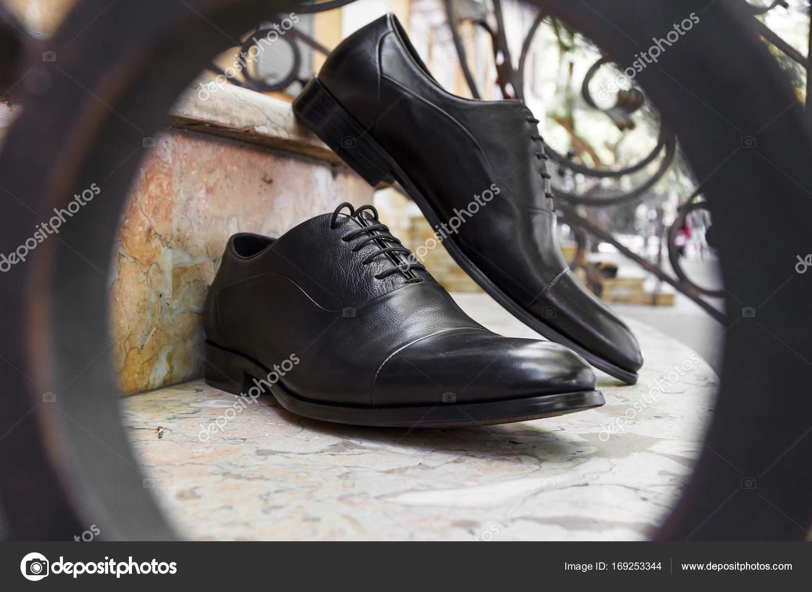 — Zapatos Vestir Escaleras En Cuero De Negro Las Hombre Foto 2WEH9eIDY