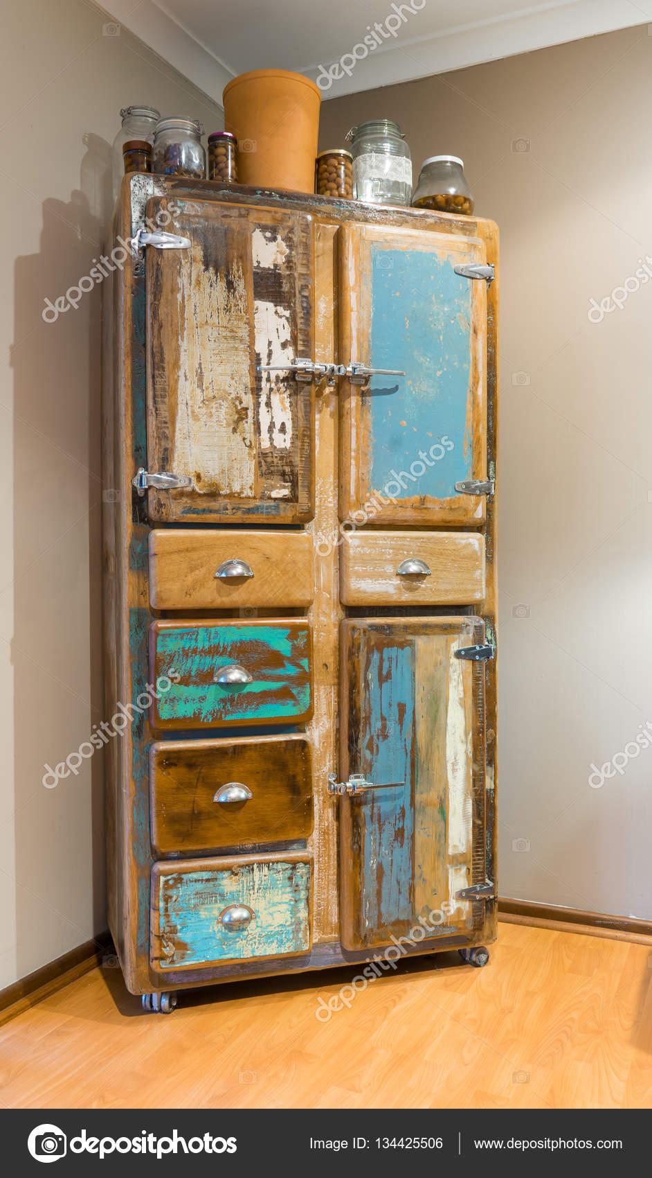 Armadio da cucina stile vintage — Foto Stock © jamesteohart #134425506