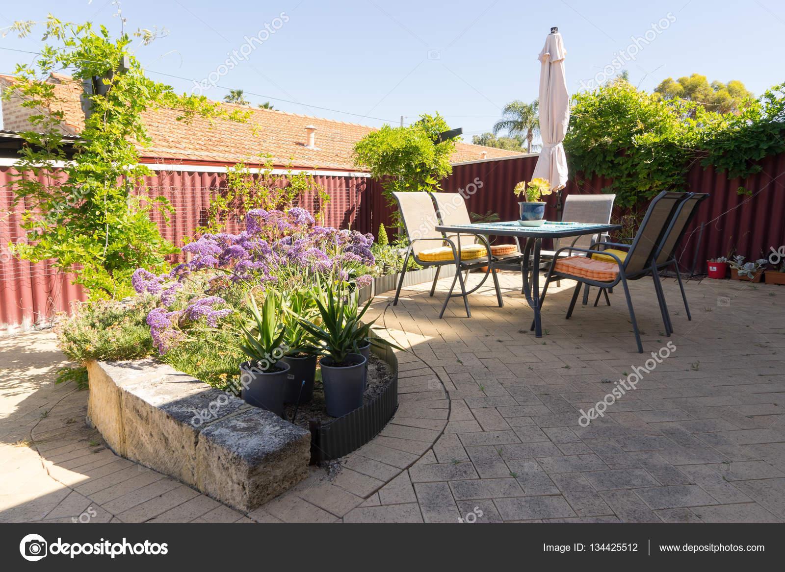 Giardino terrazza vista — Foto Stock © jamesteohart #134425512