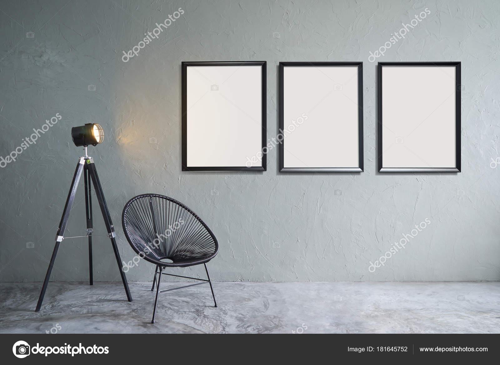 Zimmer Mit Drei Leere Bilderrahmen Schwarzen Stuhl Und Lampe Stehen ...