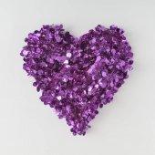 világos lila csillámpor-világos háttér, Valentin nap koncepció a szív alakú