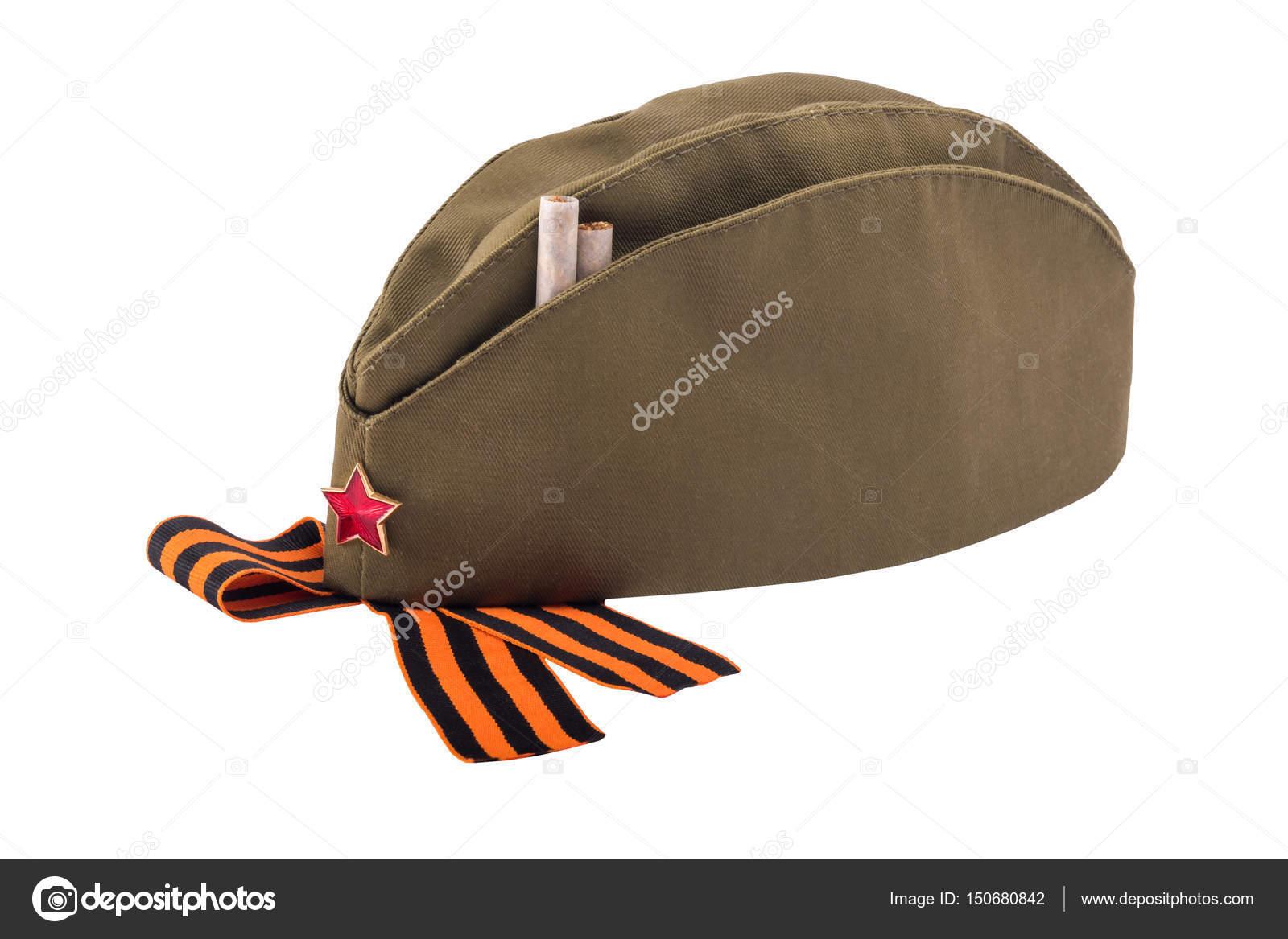 Boné militar com estrela vermelha e cigarros cfd79127b36