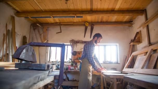 Der Meister Der Restaurierung Von Möbeln Im Tischler Studio Was Das