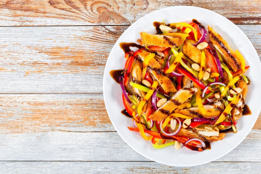 Mango Tavuk Eti Fıstık Dolmalık Biber Kırmızı Soğan Salata