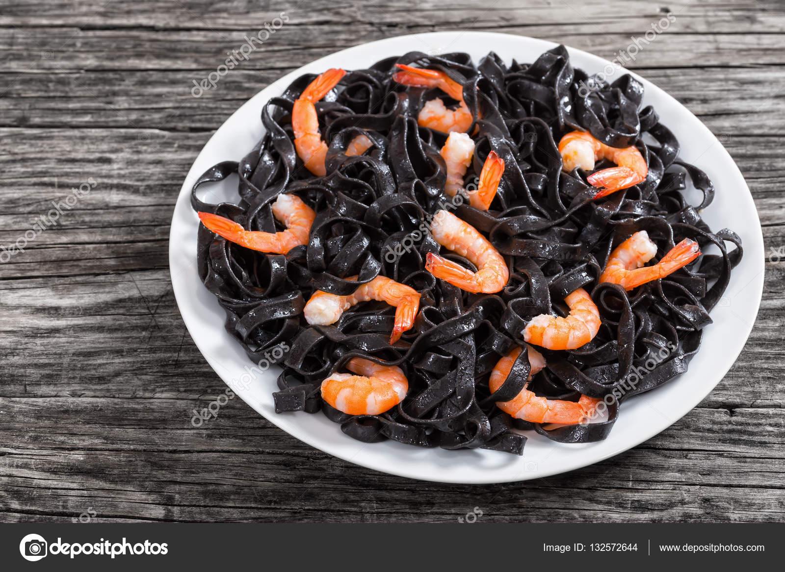 Lecker tintenfisch tinte schwarze nudeln mit garnelen auf - Alkohol tinte selber machen ...