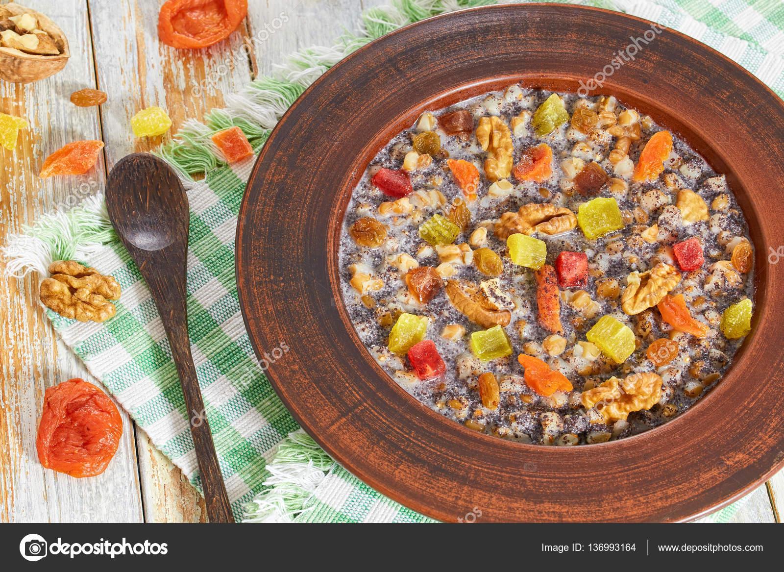 süße kalte Weizen Suppe Kutja, Nahaufnahme — Stockfoto © myviewpoint ...
