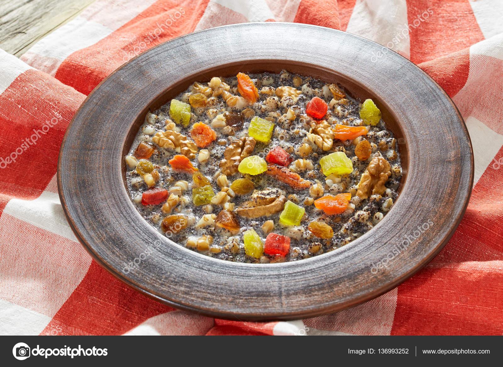 süßer Winter Mohn und Weizen Suppe Kutja — Stockfoto © myviewpoint ...