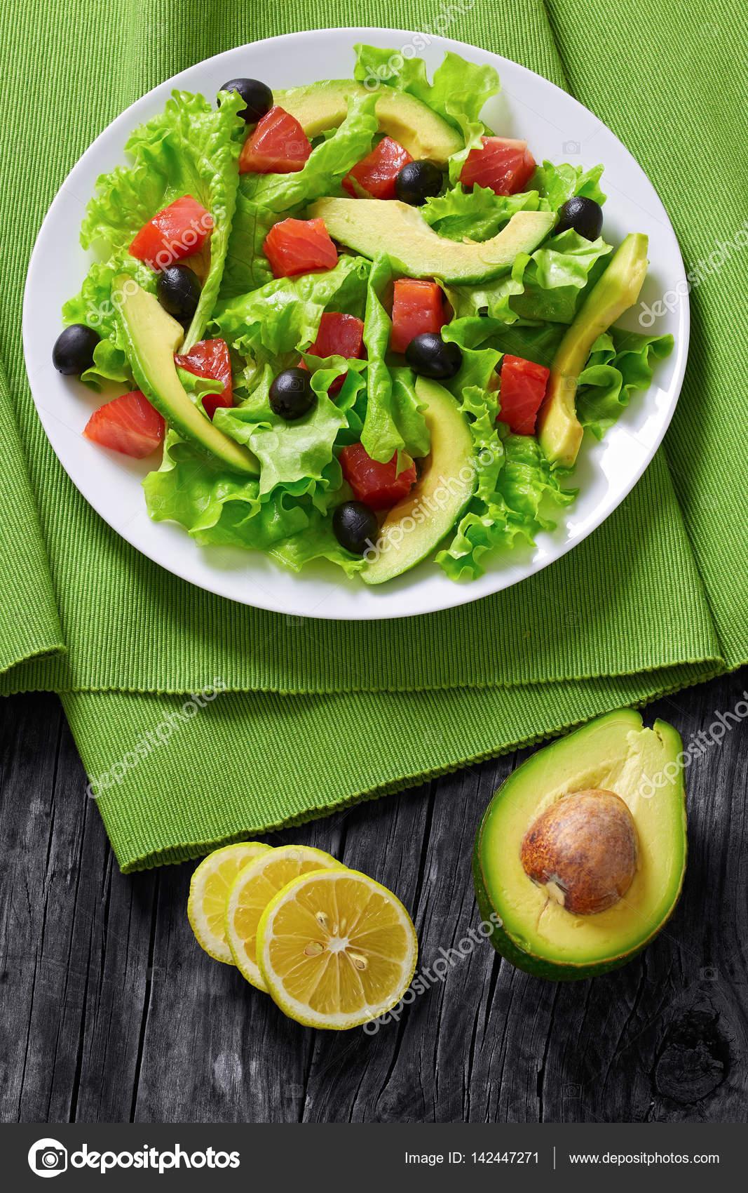 salade de saumon frais laitue avocat olives noires photographie myviewpoint 142447271. Black Bedroom Furniture Sets. Home Design Ideas
