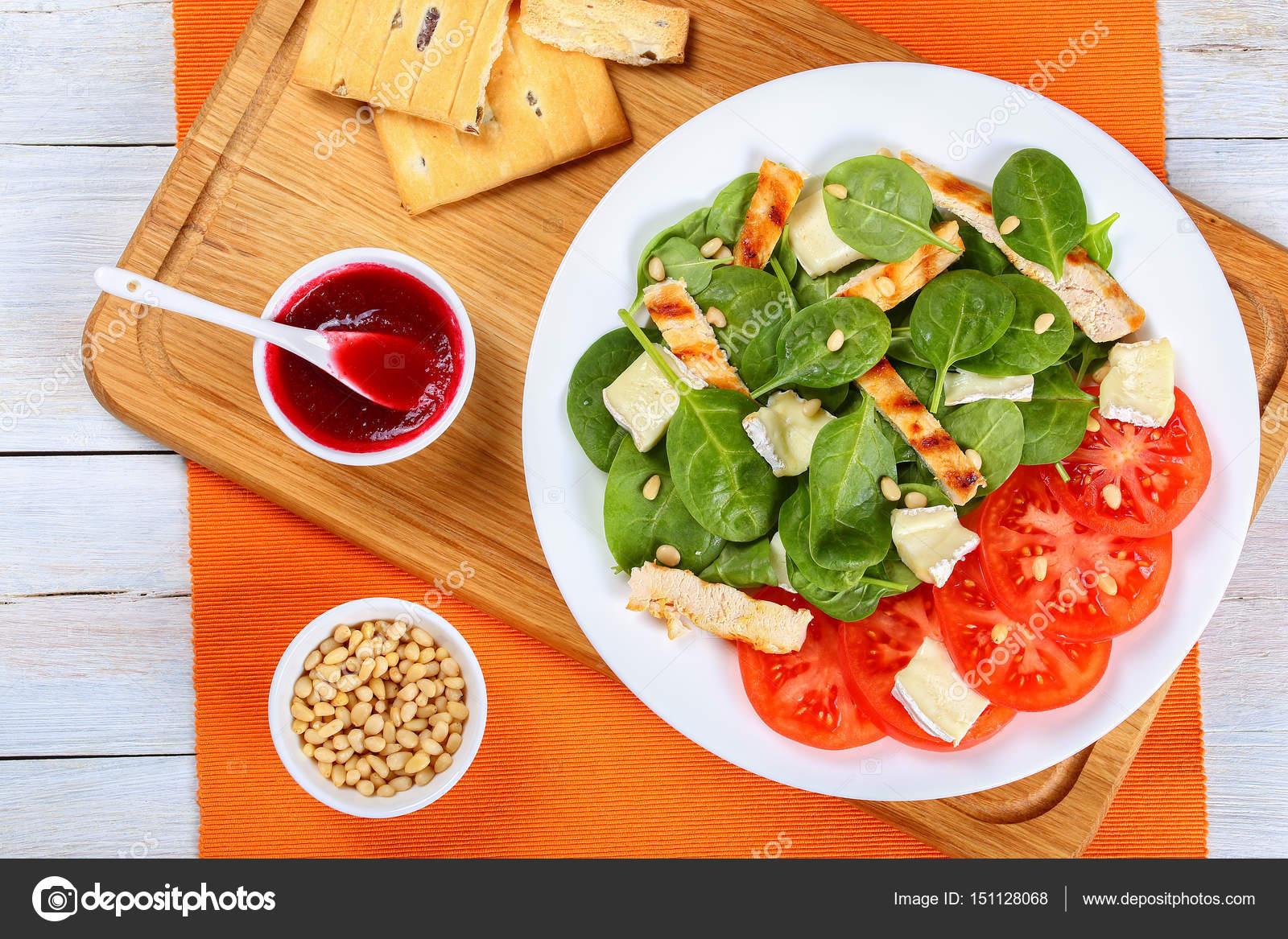wenig kalorien spinat gegrillte h hnchen salat stockfoto myviewpoint 151128068. Black Bedroom Furniture Sets. Home Design Ideas
