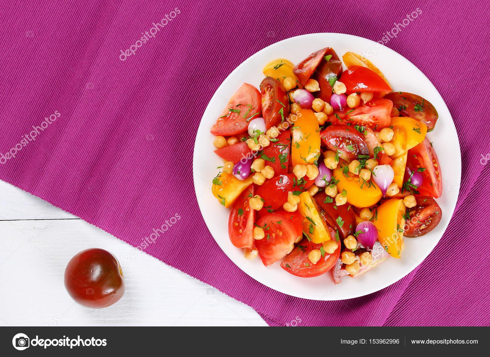 gesunde wenig kalorien salat mit kichererbsen stockfoto myviewpoint 153962996. Black Bedroom Furniture Sets. Home Design Ideas