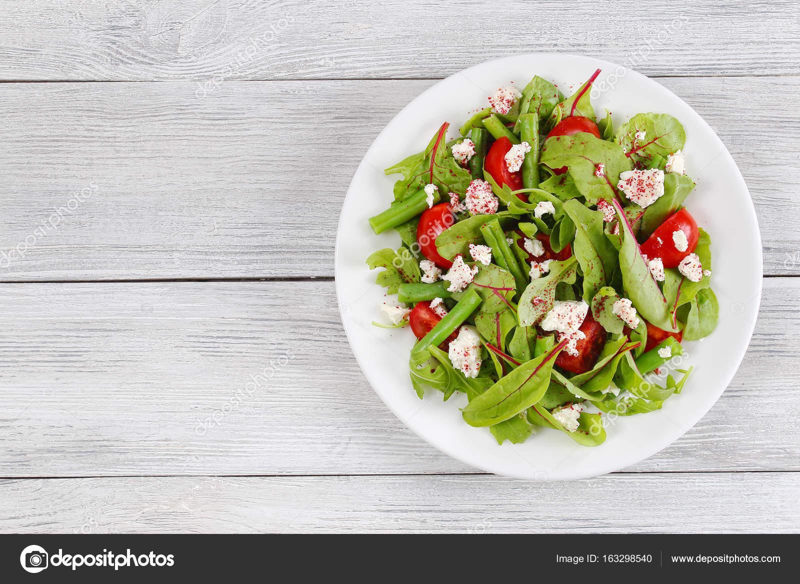 salade de haricots verts, cottage et herbes — photographie