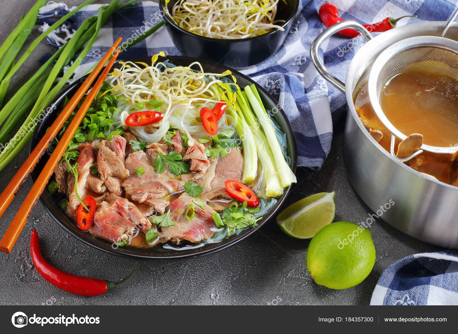 Vietnamese soup Pho Bo with rice noodle — Stock Photo