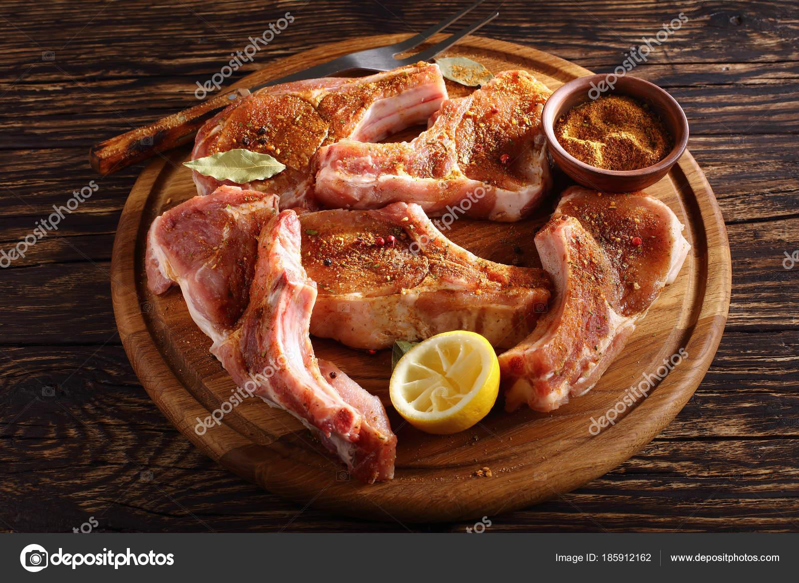 Cocinar Chuletas De Cerdo | Primer Plano De Chuletas De Cerdo Sin Cocinar Foto De Stock