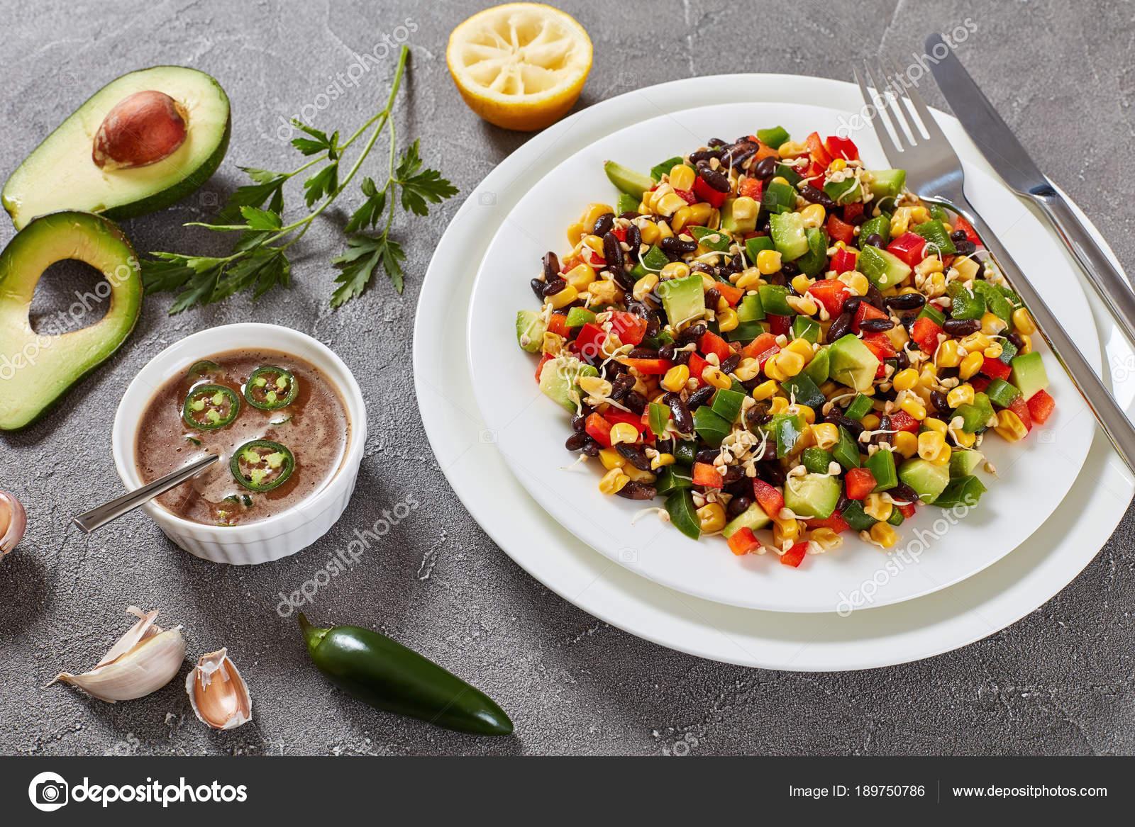 mexikanische wenig kalorien salat auf teller stockfoto myviewpoint 189750786. Black Bedroom Furniture Sets. Home Design Ideas