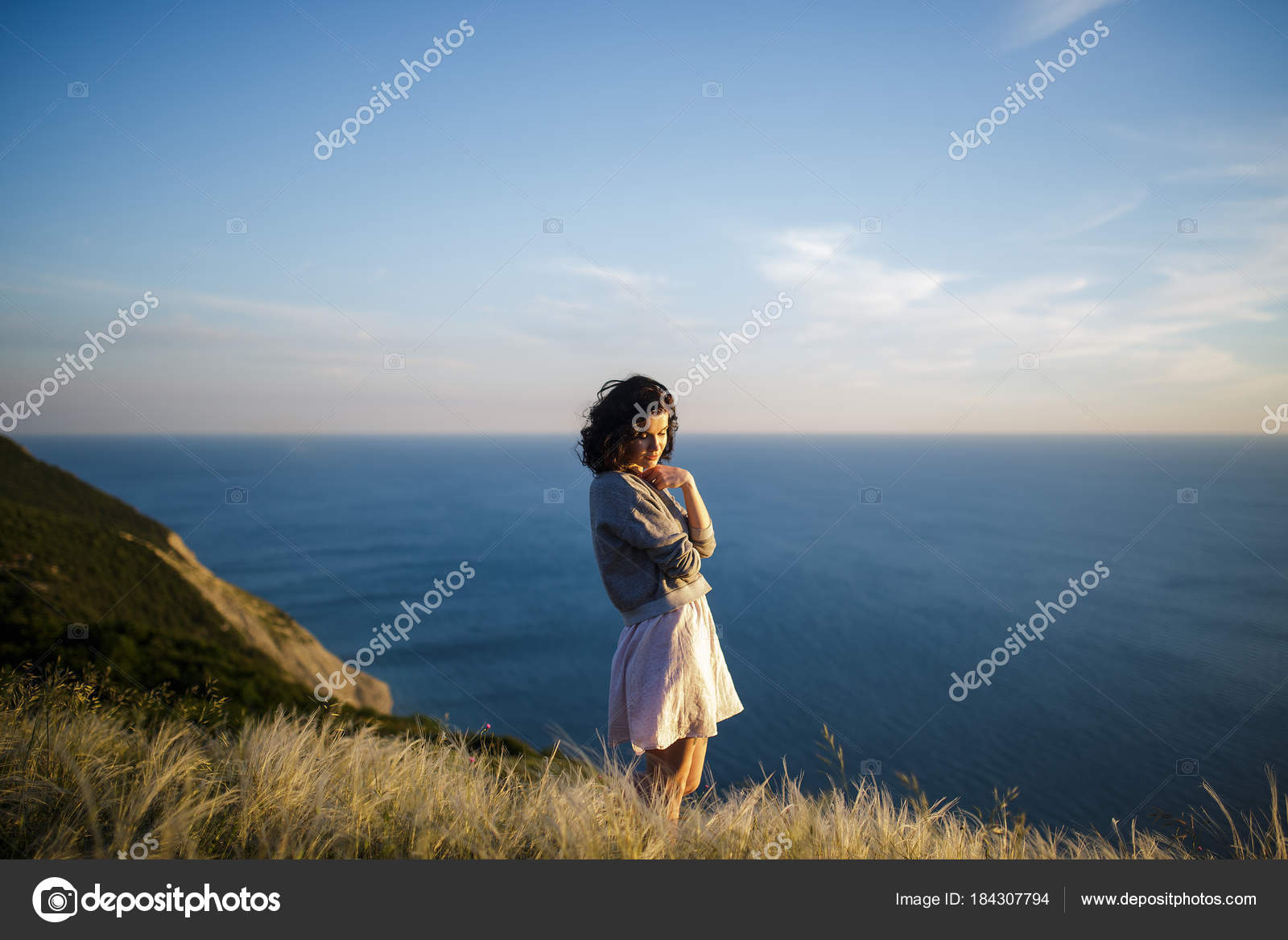 Portrait Beautiful Young Brunette Woman Outdoor Background Sea