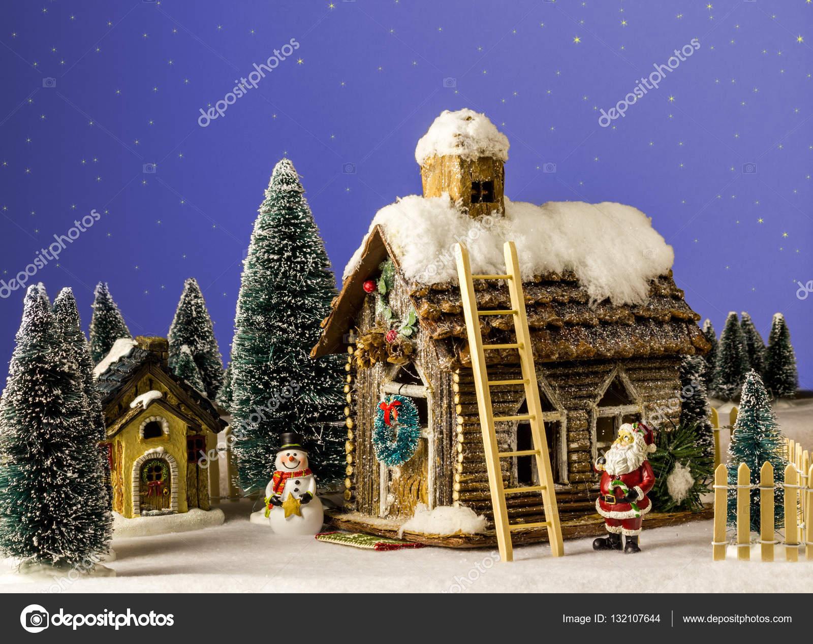 Capodanno A Casa Di Babbo Natale.Capodanno Natale Casa Decorata Con Figura Di Neve Babbo Natale